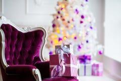 звезды абстрактной картины конструкции украшения рождества предпосылки темной красные белые Внутренняя комната украшенная в стиле Стоковое Изображение RF
