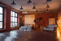 звезды абстрактной картины конструкции украшения рождества предпосылки темной красные белые Комната просторной квартиры внутрення Стоковые Фотографии RF