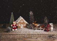 звезды абстрактной картины конструкции украшения рождества предпосылки темной красные белые Люди и дом рождества пряника с Стоковые Изображения