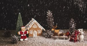 звезды абстрактной картины конструкции украшения рождества предпосылки темной красные белые Люди и дом рождества пряника с Стоковое Фото