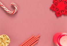 звезды абстрактной картины конструкции украшения рождества предпосылки темной красные белые Вещество рождества на красной предпос Стоковая Фотография