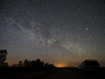 Звезды и млечный путь ночного неба наблюдающ, созвездие Lyra стоковая фотография rf
