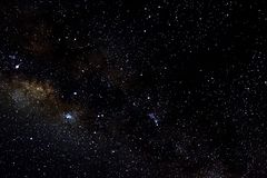 Звезды и предпосылка черноты вселенной ночи неба космического пространства галактики звездная, starfield стоковые фото