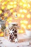 Звезды пряника рождества в опарнике стоковые изображения