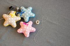 3 звезды с смычком ткани handmade с иглами Стоковые Изображения RF