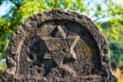 Звезда Дэвида на старом могильном камне стоковая фотография rf