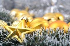Звезда золота и шарики рождества Стоковое фото RF