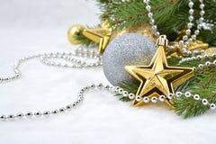 Звезда золота и шарики рождества Стоковое Изображение