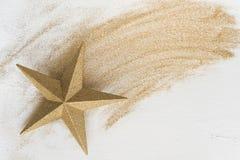 Звезда золота рождества с ярким блеском Стоковые Фотографии RF
