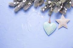 Звезда рождества, сердце, дерево меха ветвей и fairy света дальше Стоковая Фотография
