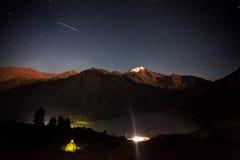 Звезда стрельбы на озере гор Стоковое Фото