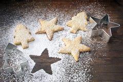 звезда формы резцов печений рождества печенья uncooked стоковая фотография