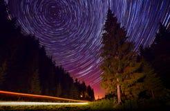 Звездная ночь на дороге горы Стоковые Фотографии RF