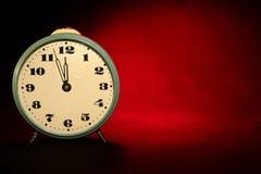 звезды абстрактной картины конструкции украшения рождества предпосылки темной красные белые Винтажные часы на красно-черной предп Стоковое фото RF