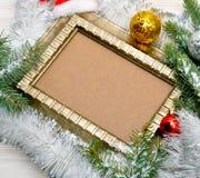 звезды абстрактной картины конструкции украшения рождества предпосылки темной красные белые Хворостина сосны с серпентином, Стоковое Фото