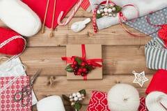 звезды абстрактной картины конструкции украшения рождества предпосылки темной красные белые Вязать и швейный набор Стоковое фото RF