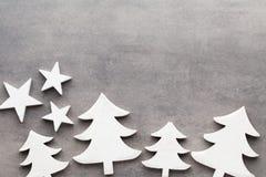 звезды абстрактной картины конструкции украшения рождества предпосылки темной красные белые Белые украшения дерева на сером backg Стоковое Изображение