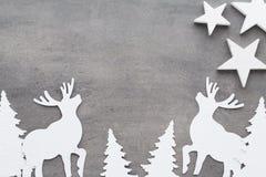 звезды абстрактной картины конструкции украшения рождества предпосылки темной красные белые Белые украшения дерева на сером backg Стоковая Фотография RF