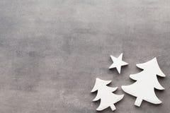 звезды абстрактной картины конструкции украшения рождества предпосылки темной красные белые Белые украшения дерева на сером backg Стоковая Фотография