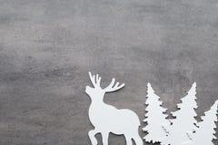 звезды абстрактной картины конструкции украшения рождества предпосылки темной красные белые Белые украшения дерева на сером backg Стоковые Изображения
