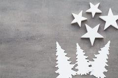 звезды абстрактной картины конструкции украшения рождества предпосылки темной красные белые Белые украшения дерева на сером backg Стоковые Фото