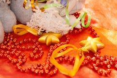 Звезды и шарики рождества близко Стоковые Фотографии RF