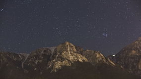 Звезды над горным пиком Bucegi видеоматериал