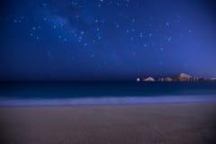 Звезды над пляжем и водой в Cabo San Lucas Стоковая Фотография RF