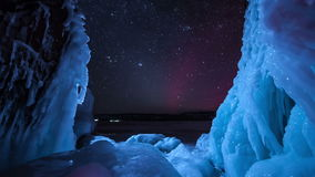 Звезды Timelapse с северным светом