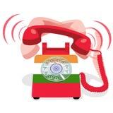 Звеня красный неподвижный телефон с роторной шкалой и с флагом Индии Стоковые Фотографии RF