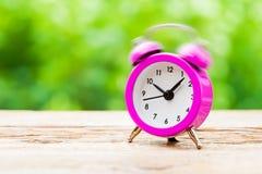 Звеня розовый будильник стоковые фотографии rf
