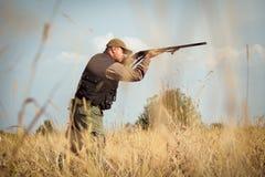 Звероловство дикой утки охотника Стоковые Фото