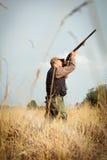 Звероловство дикой утки охотника Стоковая Фотография