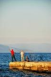 Звероловство рыболова на заходе солнца Стоковая Фотография RF