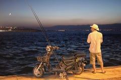 Звероловство рыболова на ноче Стоковая Фотография
