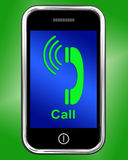 Звонок на беседе или болтовне выставок телефона Стоковое Фото
