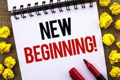 Звонок нового начала текста почерка мотивационный Жизнь роста формы нового старта смысла концепции изменяя написанная на книге o  Стоковые Фотографии RF