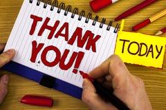 Звонок текста почерка спасибо мотивационный Признательность подтверждения приветствию благодарности смысла концепции написанная о стоковое фото rf