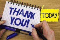 Звонок текста сочинительства слова спасибо мотивационный Концепция дела для признательности подтверждения приветствию благодарнос стоковое фото