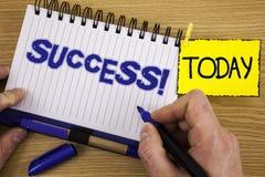 Звонок успеха текста сочинительства слова мотивационный Концепция дела для выполнения достижения некоторой цели написанной отметк стоковая фотография rf