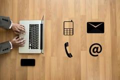 Звонок Custo США КОНТАКТА (люди горячей линии работы с клиентом СОЕДИНЯЮТСЯ) Стоковое фото RF
