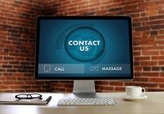Звонок Custo США КОНТАКТА (люди горячей линии работы с клиентом СОЕДИНЯЮТСЯ) Стоковое Фото