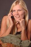 звонящий по телефону счастливый Стоковые Фото