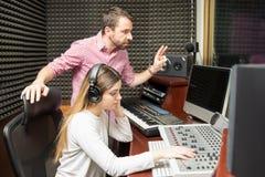 Звукооператоры показывать для того чтобы начать выставку стоковое фото