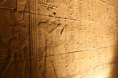 Звук и свет с иероглифами на виске Isis Philae, Египта Стоковые Фото
