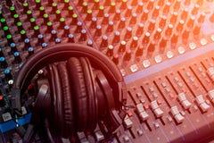 Звук смесителя аудио стоковое фото