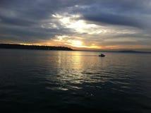 Звук Puget на сумраке смотря через залив Elliot стоковое фото