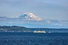 Звук Puget с Mount Rainier стоковые фото