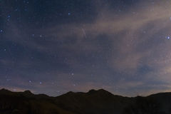 Звёздное небо с майором Ursa и капеллой от Альпов Стоковая Фотография RF