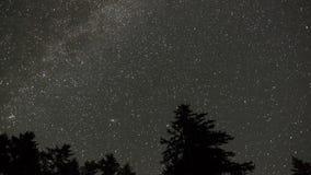 Звёздное timelapse неба с млечным путем видеоматериал